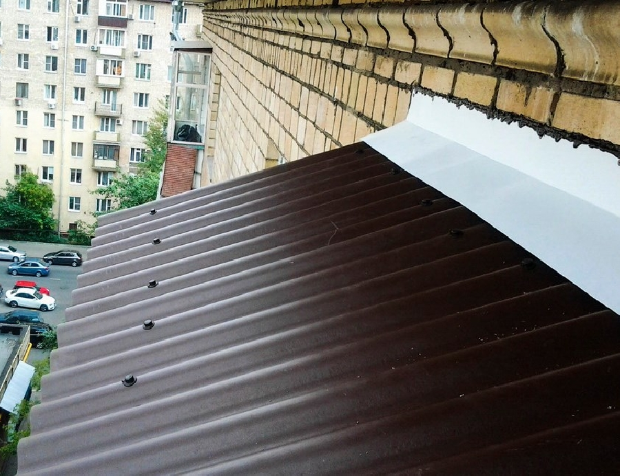 Монтаж крыши над балконом в Санкт-Петербурге
