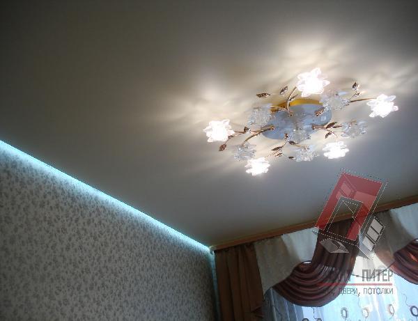 Натяжной потолок с подсветкой одной стороны