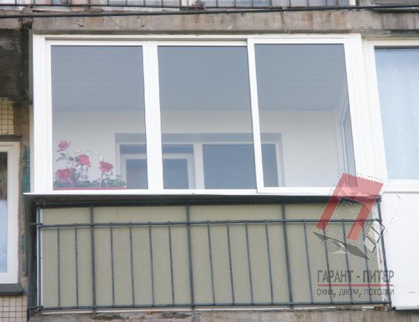 Трехсекционное алюминиевое остекление балкона