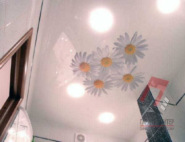 Потолок для ванной с рисунком